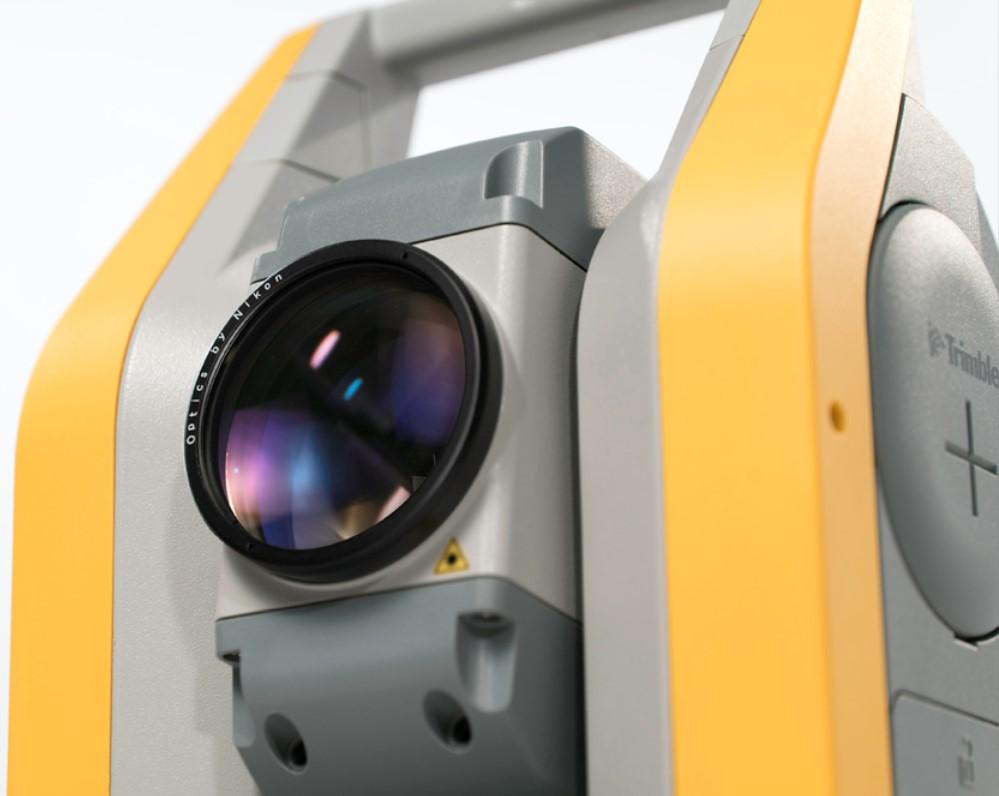 Máy toàn đạc điện tử Trimble C5 sử dụng ống kính quang học cao cấp của Nikon