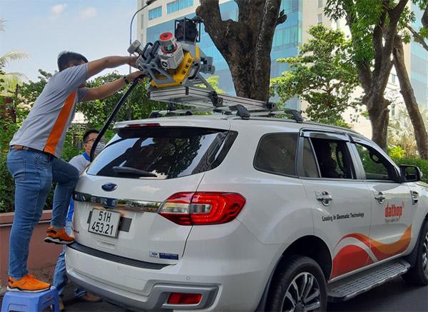 Thiết bị scan 3D di động Trimble MX9 được gắn trên xe ô tô