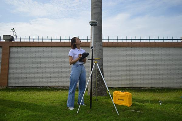 Máy định vị GNSS RTK Trimble
