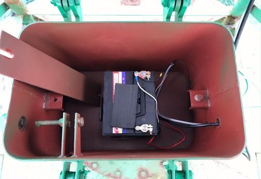 Bên trong thùng ắc quy dành cho phao báo hiệu