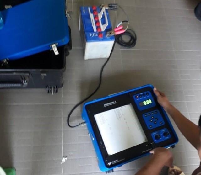 Kiểm tra tình trạng máy đo sâu Odom Hydrotrac II cho khách hàng